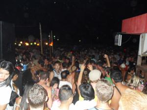Haad Rin Full Moon Party, trying to get down to beach